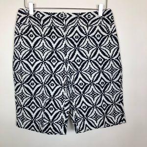 Dana Buchman Black & White Patterned Shorts Size 6